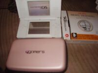 NINTENDO DS LITE WITHE GAMES AND CASE