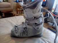 Ladies ski boots size 8 which is a 27
