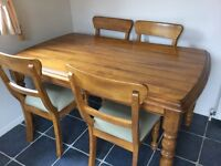 Kitchen table and 4 dining chairs