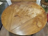 Round / triangle collapsible wooden table
