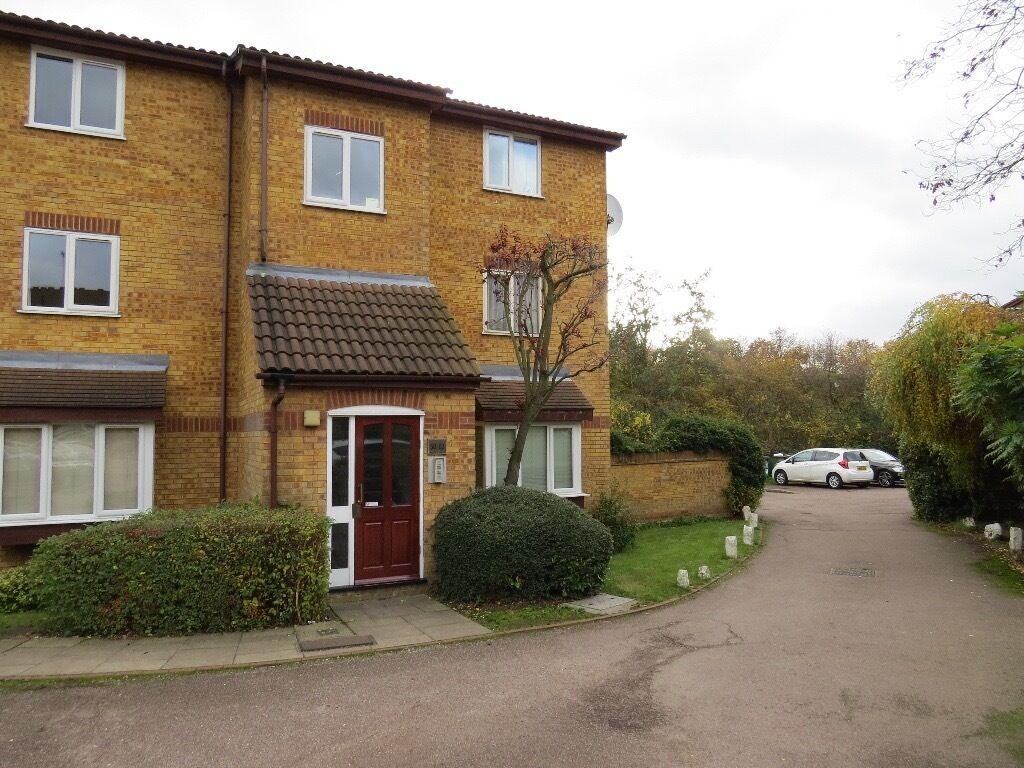 1 bed flat to rent in Greenway Close, Friern Barnet N11 £1050pcm
