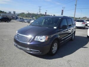 2011 Chrysler Town & Country Touring | Cloth | Sunroof | Backup