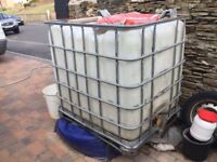1,000Ltr. WATER TANK with metal support frame & Tap.