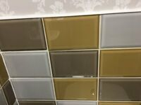 50 ASSORTED CERAMIC WALL TILES IN THREE COLOURS