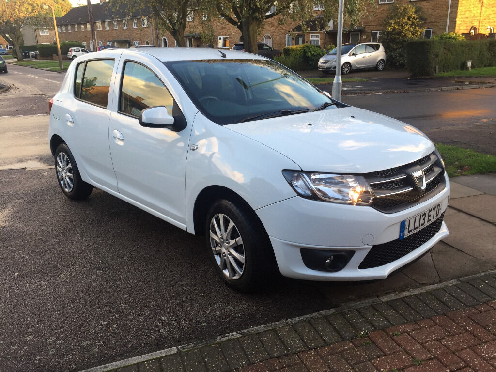 dacia sandero laureate 13plate white satnav bluetooth cruise control 33000 miles. Black Bedroom Furniture Sets. Home Design Ideas