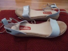 Clarks Originals Sandals 4/5