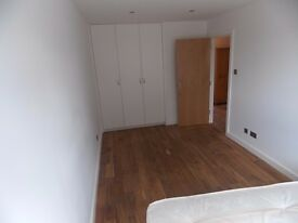 LARGE DOUBLE ROOM IN MODERN HOUSE IN CALEDONIAN ROAD