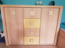 Sideboard / chest of drawers