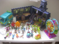 toys-scooby doo huge bundle vgc many figures,castle,car and more just 30 pounds