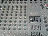 MIXER DESK POWERED 600watts built in fx