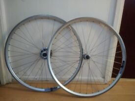 Retro road wheelset with 9 speed cassette