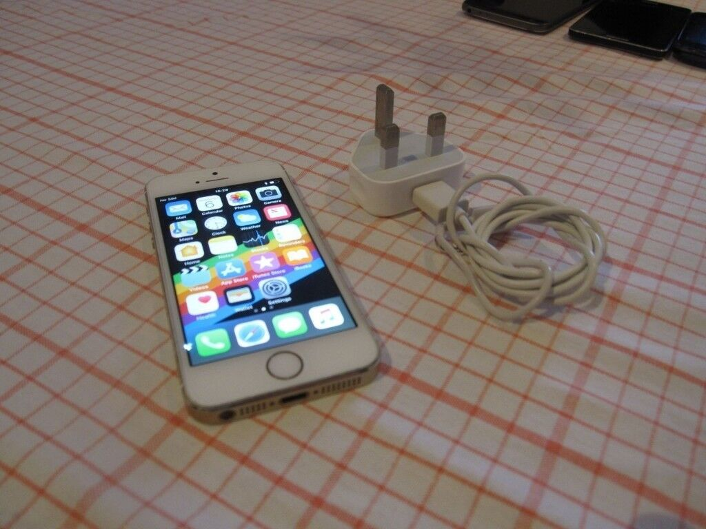 IPHONE 5S 16GB UNLOCKED TO ALL NETWORK .