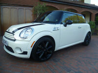 BMW WORKS MINI COOPER DIESEL 1.6D WHITE £5000 + FACTORY FITTED OPTIONAL EQUIPMENT FULL HISTORY 2010
