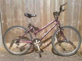 MOUNTAIN BIKE WITH DROPPED CROSSBAR