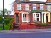 Double room in beautiful 3-bed Victorian end-of terrace. Minutes from Town & Station!