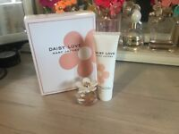 New- Marc Jacobs Daisy Love gift set (4ml fragrance and 30 ml body lotion)