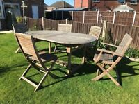Solid oak garden table (extendable) and 5 oak chairs