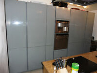 A range of 7 high-quality In-toto kitchen units in grey