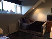 Luxurious double bedroom with WIFI and all bills included - Burley (LS4 2PE)