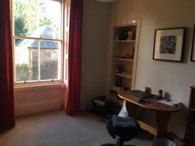 Big double bedroom in friendly Newington flat