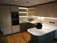 Luxury building, double bed with private bathroom available. Top specs.
