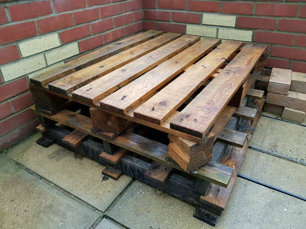 Wooden Pallets, 5 in total.. Free to whoever collects Thanks