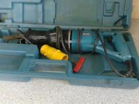 MAKITA 110 VOLT RECIPOCATING SAW IN CASE, IN GOOD CONDITION AND WORKING ORDER