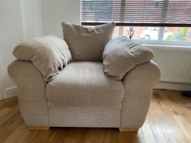 Large arm chair in excellent condition