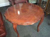 Lovely Vintage Mahogany Veneer Pie Crust Edge Inlaid Pattern Coffee/Side Table