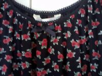 Pretty rosebud top.....can be worn on or off the shoulders.....size 10