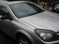 Vauxhall astra 2006 Breaking for spares silver