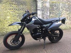 FULLY WORKING 2016 Lexmoto Adrenaline 125cc motorcycle 125 cc bike.