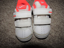 nike trainers girls size 4.5