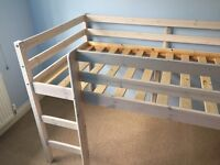 Childs cabin bed. Ideal for child of 3-7.