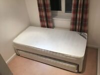 Single bed (extends to double)