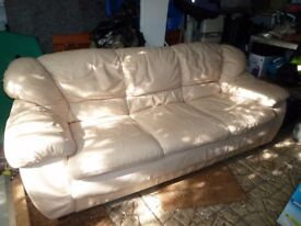 3 seater leather sofa in cream colour,mint condition,no marks or tears