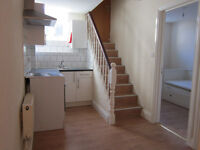 £300 / w - Bright two bedroom flat close Kensington Olympia