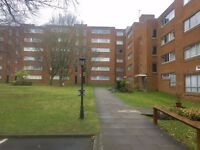 Very nice 2 bed flat close to Sutton station. Must be seen!