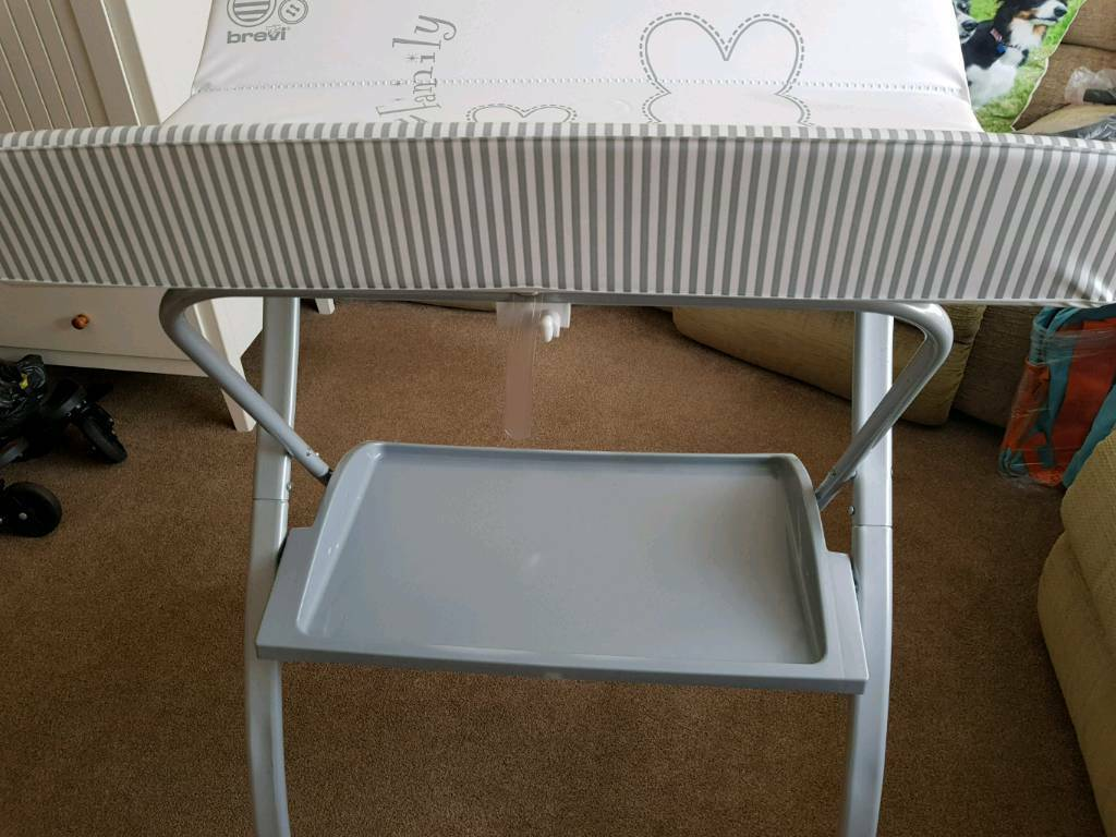 Brevi lindo folding baby changing table and baby bath excellent ...