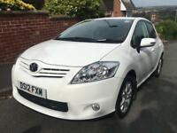 Totoya Auris 1.6 petrol white 2 owners from new