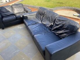 Black leather sofas 3+2 very good condition can deliver