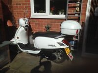 125cc, SYM fiddle111, rear box, all weather cover, chain included, white