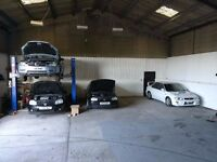 Unit workshop office space with car lift to rent/let Winchester/Southampton/Hampshire