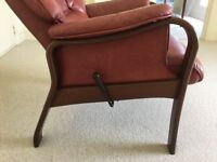 Leather reclining arm chair in excellent condition