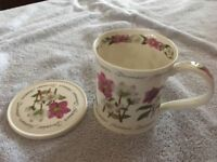 """Dunoon - Fine bone china """"December"""" cup"""