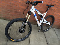 Mountain bike full suspension very good condition and spec