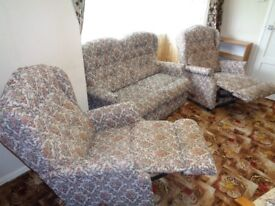 LAZYBOY TWO SEATER RECLINING SUITE (Two reclining chairs and two seater non recline sofa