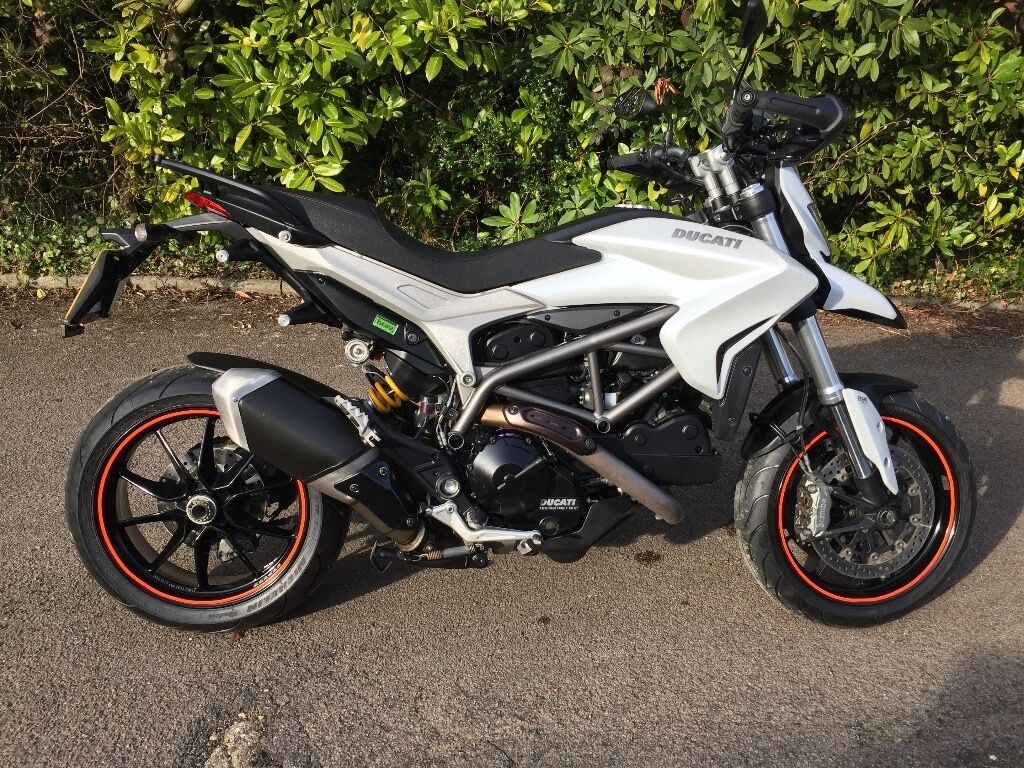 ducati hyperstrada 821 like new fresh mot new tyres fsh alarm panniers centre stand. Black Bedroom Furniture Sets. Home Design Ideas