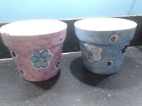 2 plant pots ble and purple