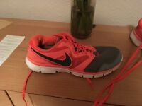 Nike size 7 ladies trainers